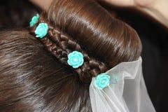 新娘有装饰的` s头发 免版税库存图片