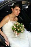 新娘汽车出去 库存图片