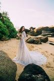 新娘画象充分的成长的在热带海滩 库存图片