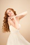 新娘的图片有卷曲发型和美好的构成的 免版税图库摄影