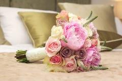 新娘的婚礼花束 免版税库存图片