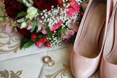 新娘的婚礼辅助部件桃红色的 免版税库存图片
