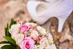 新娘的婚姻的属性 免版税库存图片