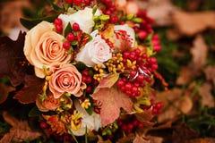 新娘的秋天花束 库存图片
