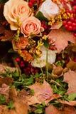 新娘的秋天花束 图库摄影