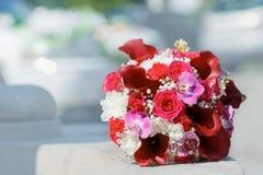 新娘的美丽的婚礼花束 免版税库存图片