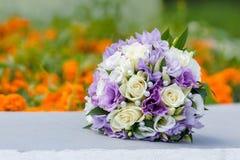 新娘的美丽的婚礼花束 库存图片
