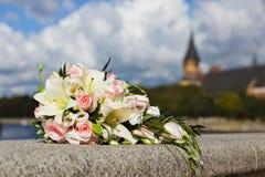 新娘的美丽的婚礼花束 库存照片