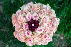 新娘的花束上升了 免版税图库摄影