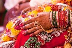 新娘的装饰手 免版税库存照片