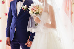 新娘相连新郎的现有量 图库摄影