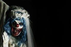 新娘礼服的可怕邪恶的小丑 库存照片