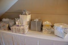 新娘礼物桌的照片在是的招待会 免版税库存照片