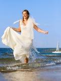 新娘笑的连续海运 免版税库存图片