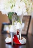 新娘红色单一高跟鞋 免版税库存图片