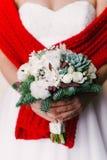 新娘花束的图片在女孩` s手上 免版税库存照片