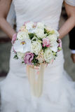 新娘花束短的焦点  库存图片