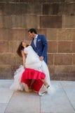 新娘跳舞新郎被射击的顶视图 库存照片