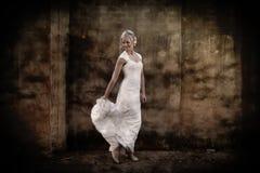 新娘跳舞的画象 免版税库存照片