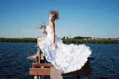 新娘迷人的松弛星期日 图库摄影