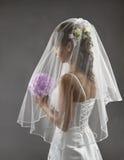 新娘面纱画象,婚姻的新娘发型,开花花束 免版税图库摄影