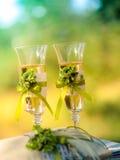 新娘香槟玻璃藏品婚礼 免版税图库摄影