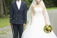 新娘仪式教会新郎婚礼 免版税库存照片