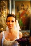 新娘画象在教会里 免版税库存图片