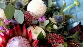 新娘` s花束 3花束重点前景婚礼 花束不同的花 花束新娘新娘新郎现有量 股票视频