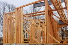 新家庭建筑构筑一个房子在晴天 库存照片