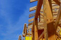 新家庭建筑构筑一个房子在晴天 免版税图库摄影
