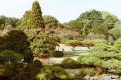 新宿全国庭院看法在秋天期间的 免版税库存图片