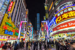 新宿的Kabuki-cho中央路在东京,日本 免版税库存照片