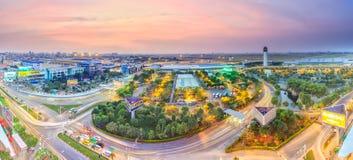 新山一国际机场在晚上 库存图片