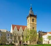 新市镇霍尔,布拉格的南门面和塔 库存照片