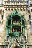 新市镇霍尔Neues Rathaus,慕尼黑,德国的时钟 免版税库存照片