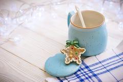 新年与一个开放糖罐的` s静物画,曲奇饼 免版税库存图片