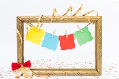 新年与四个垂悬的白纸的照片框架 库存图片