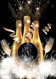 新年党与瓶的邀请卡片香槟、玻璃和闪烁发光物 免版税图库摄影
