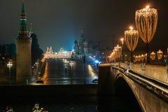 新年准备在莫斯科在晚上 库存照片