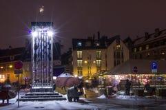 新年城市的` s装饰 里加每年成为象圣诞节童话 免版税库存照片