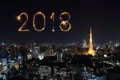 2018新年好与东京都市风景的烟花闪闪发光,日本 免版税库存照片