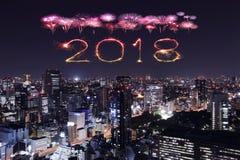 2018新年好与东京都市风景的烟花闪闪发光,日本 免版税库存图片