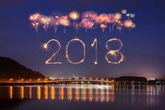 2018新年好与Fujisan山的烟花闪闪发光在ni 库存照片