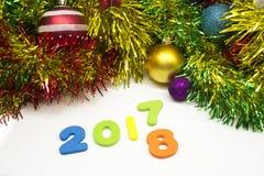 2018新年好五颜六色的闪亮金属片装饰背景 免版税库存照片