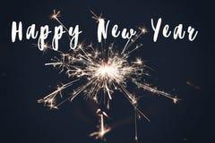 新年好文本标志,灼烧的闪烁发光物烟花孟加拉光 文本的空间 烧 库存图片