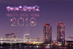 2018新年好烟花闪闪发光在晚上, Odaiba,东京, Jap 库存照片