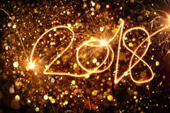 新年好2018年写与闪闪发光 免版税库存照片