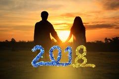 新年好2018年,握手与的夫妇的阴影图象 免版税库存图片