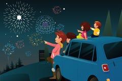 新年庆祝的家庭观看的烟花 库存例证